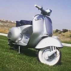 Attention Vespa Scooter Riders in the NYC metro area: SAVE THE DATE: Sunday September 20th! The Vespa Club NYC ride to Lower Hudson Valley.  We will provide more details in the near future. Make sure to follow our Facebook feed at http://www.facebook.com/vespaclubnyc Or download our app on the iPhone (VespaClubNYC)  photo credit: sean from Pittsburgh, PA