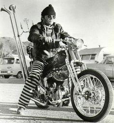 "Jack Nicholson in ""Easy Rider."" Aboard a 1945 Harley Flathead bobber. Jack Nicholson, Cool Motorcycles, Vintage Motorcycles, Triumph Motorcycles, Biker Movies, Motos Vintage, Vintage Biker, Vintage Iron, Wow Photo"