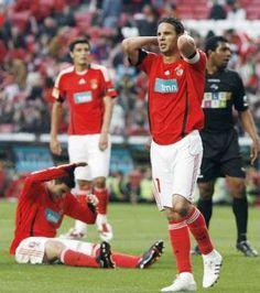 Cardozo, Reyes e Nuno Gomes