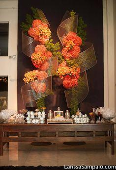 Artist: Ezequias Espindola Unique Flower Arrangements, Floral Centerpieces, Metal Wedding Arch, Wedding Stage, Hotel Flowers, Arch Decoration, Flower Installation, Wedding Decorations, Table Decorations