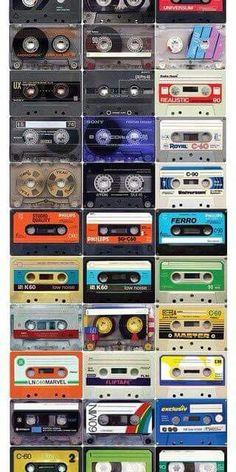 De cassetterecorder was een alternatief voor de grotere bandrecorders dat in de jaren zestig werd ontwikkeld. Door het samenbrengen van twee spoeltjes in een kleine plastic houder werd het gebruik van magnetisch band als gegevensdrager als de muziekcassette ineens geschikt voor de grote massa. Het cassettebandje was voor de komst van de cd-r het meest gebruikte medium om thuis muziek mee op te nemen.
