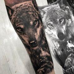 Lobo em realismo feito por Chico Morbene. #tattoo #tatuagem #art #arte #realismo #pretoebranco #lobo #wolf