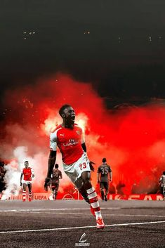Arsenal's Danny Welbeck - Man on fire Danny boyyyyyy Old Football Shirts, Football Ads, Arsenal Football Shirt, Arsenal Players, Arsenal Fc, Real Madrid, Danny Welbeck, Man On Fire, Match Of The Day