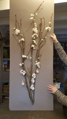 Trendy diy decoracion cuadros home decor ideas You are in the right place about spring decor bedroom Here we offer you the most beautiful pictures about the spring decor videos you are looking for. Diy Wall Art, Diy Wall Decor, Diy Art, Easy Diy Room Decor, Diy Home Decor, Tree Branch Decor, Dollar Store Christmas, Diy Home Crafts, Flower Crafts