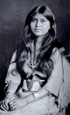 Laguna, pueblo-dwelling stunning young native-American Indian maid -- [Loti-kee-yah-tede] must refer to the pronunciation of tribe or something significant, but it is not explained at website. Native American Beauty, Native American Photos, Native American Tribes, Native American History, American Indians, Foto Art, Old West, Nativity, Portraits
