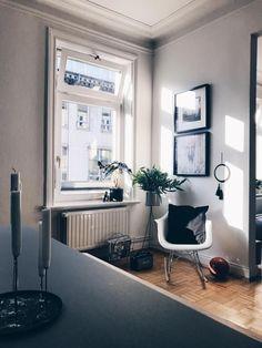 Im Wohnzimmer Bei Community Mitglied Kristina.ahoi! #eames #living #wohnen  #wohnideen #einrichten #interior #COUCHstyle #altbau #sonne #makramee # ...