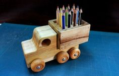 *Color Pencils Wooden Toy Truck* A very simple and quick to make toy truck made from pine and pallet wood to decorate my grandson's desk. Wooden Toy Trucks, Wooden Car, Woodworking Garage, Woodworking Crafts, Toddler Toys, Kids Toys, Baby Toys, Wooden Pen Holder, Wood Toys