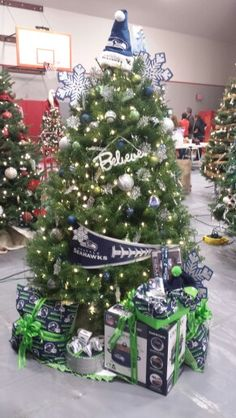 Top 7 Attractions in Seattle for 2016 Seahawks Fans, Seahawks Football, Seattle Seahawks, All Things Christmas, Christmas Time, Seattle Pride, Cowboy Christmas, Winter Love, Xmas Tree