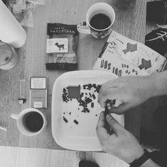 «café/clopes/nanoblock, la trilogie du samedi.»