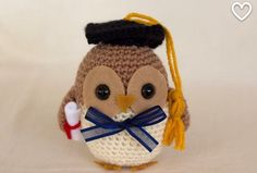 This little owl just graduated from the school of cuteness. This is a really cool project if you are looking for a tutorial to crochet a graduation gift. This plush will make a student very happy! Owl Crochet Patterns, Crochet Birds, Owl Patterns, Amigurumi Patterns, Crochet Toys, Knitting Patterns, Filet Crochet, Crochet Stitches, Little Owl