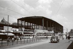 New Unverglaste Bahnsteighalle und Stra enverkehr auf dem Hardenbergplatz Bahnhof Zoologischer Garten