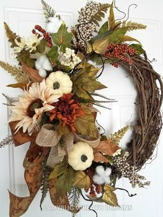 27 Beautiful Handmade Thanksgiving Decoration Ideas You Can Use - DIY Projects - Fall decor ideas Easy Fall Wreaths, Diy Fall Wreath, Christmas Wreaths To Make, Holiday Wreaths, Christmas Diy, Winter Wreaths, Wreath Ideas, Autumn Wreaths For Front Door, Christmas Quotes