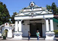 Keraton Yogyakarta (Jogja) atau sering disebut dengan Keraton Ngayogyakarta Hadiningrat terletak di jantung provinsi Daerah Istimewa Yogjakarta (DIY) @XL Axiata #PINdonesia