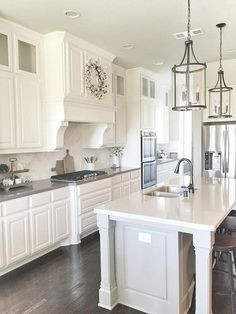 Smart Kitchen Lighting Ideas that Worth to Try – Sjoystudios - Kitchen - Best Kitchen Decor! Smart Kitchen, New Kitchen, Kitchen Decor, Kitchen White, Kitchen Ideas, Kitchen Counters, Awesome Kitchen, White Kitchen With Gray Countertops, Kitchen Island With Legs