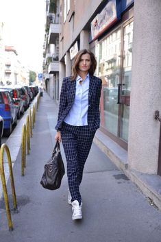 Amazing Women Suits and Sneaker Trend Estilo Fashion, Tomboy Fashion, Work Fashion, Fashion Outfits, Womens Fashion, Fashion Trends, Style Blazer, Suits And Sneakers, Estilo Tomboy