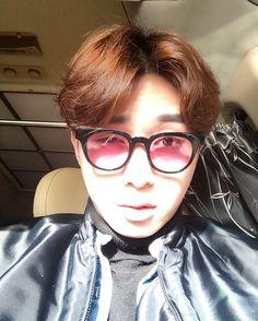 "#ParkSeoJoon 160218 Instagram update ""초4때 유행하던 컬러렌즈를 착용해 보았습니다. 세상이 핑꾸핑꾸 합니다. #grafikplastic"""