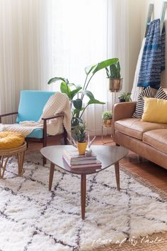 This fun and boho living room decor is great! You need to see the before picture! What a transformation from a messy playroom to a brigh, boho living room! Cool Diy Projects, Home Projects, Design Projects, Boho Living Room, Living Room Decor, Blogger Home, Your Space, Playroom, Diy Home Decor