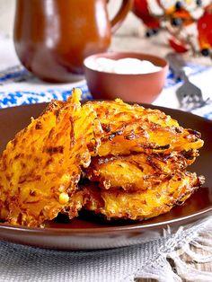 Potato pancakes and onions - Ecco un antipastino della tradizione povera contadina, semplice e veloce. Se preferite le vostre Frittelle di patate e cipolle light, cuocetele in forno. #frittelledipatate