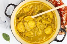 Ajam opor (Indische kip in kokosmelk)You can find indische gerechten and more on our website.Ajam opor (Indische kip in kokosmelk) Indian Food Recipes, Asian Recipes, Healthy Recipes, Ethnic Recipes, Good Food, Yummy Food, Tasty, Asian Kitchen, Oriental Food