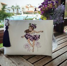 Photo by ARÇİ in Urla, Izmir with and A imagem pode conter: planta Hand Embroidery Art, Embroidery Bags, Cross Stitch Designs, Cross Stitch Patterns, Cross Stitching, Cosmetic Bag, Projects To Try, Reusable Tote Bags, Handmade