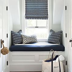 Who wouldn't love this built in window seat nook dressed in navy blue.  image from @traditionalhome by diydecorator