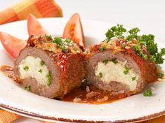 This mini stuffed meatloaf seems like something great to make. Yum.