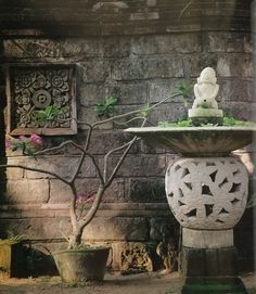 """A Jepun pedestal fountain, from the Wijaya Classics Range of garden artifacts, amidst a loose collection of carved Balinese soapstone panels at the Villa Bebek. --- """"Tropical Garden Design"""" by Made Wijaya Balinese Garden, Bamboo Garden, Garden Planters, Garden Art, Tropical Garden Design, Tropical Style, Focal Points, Garden Features, Landscaping Ideas"""