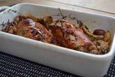 Met dit recept blijft je varkenshaas lekker mals. Varkenshaas met ham uit de oven. Lekker met champignons en tijm.