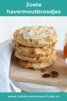Zoete havermout broodjes met abrikozen créme. Maak zelf havermoutbroodjes met 5 ingrediënten en maak een heerlijke zoete topping met roomkaas en jam. Een heerlijke verwennerij voor het weekend, ontbijt, brunch of Pasen. Klik snel op de foto voor het recept. #havermout #pasen #zelfbroodmaken