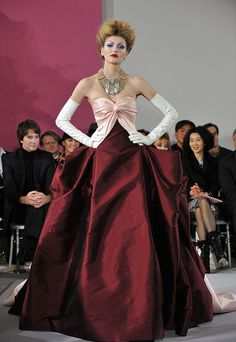 A model walks the runway at the Christian Dior Haute-Couture show as part of the Paris Fashion Week Spring/Summer 2010 at Boutique Dior on January 2010 in Paris, France. Get premium, high resolution news photos at Getty Images Galliano Dior, John Galliano, Dior Haute Couture, Haute Couture Dresses, Christian Dior, Poses Modelo, Spring Couture, Vintage Couture, Fashion Photo