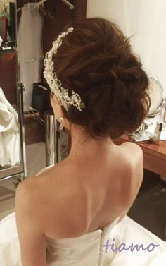 美人花嫁さまの3アップスタイルチェンジで素敵な一日♡ の画像|大人可愛いブライダルヘアメイク『tiamo』の結婚カタログ Wedding Upstyles, Wedding Hairstyles, Wedding Accessories, Bridal Hair, Wedding Reception, Eye Makeup, Marriage, Hair Beauty, Flower Girl Dresses