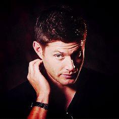 I love Jensen's nervous gestures when he's being interviewed [gif]