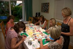 A busy cupcake class with LoveaCupcake