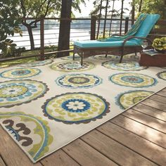Ivory/ Green Outdoor Area Rug (5'3 x 7'6)
