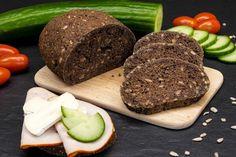 Fertig gebacken, aufgeschnitten und belegt: Das Low-Carb Brot ohne Milchprodukte und Ei (BoMuE)