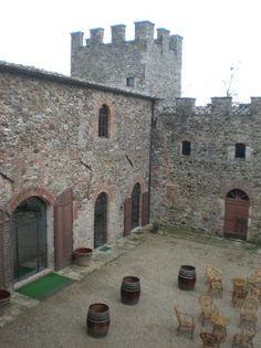 Castello di Modanella Courtyard