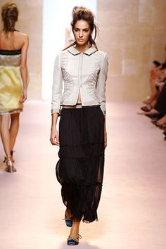 Alberta Ferretti Spring 2006 Ready-to-Wear Collection - Vogue Alberta Ferretti, Fashion Show Collection, Lace Skirt, Ready To Wear, Runway, Ballet Skirt, Vogue, Spring, Skirts
