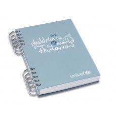 La bellissima agenda in carta riciclata per portare con sé il messaggio di UNICEF nel mondo. E acquistandola il tuo aiuto andrà ad aiutare dei bambini nel mondo. Quale migliore reminder da portare sempre con sé!?