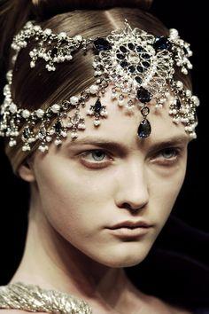 Alexander McQueen Fall 2008 - Details #fashion #moods #VinWork #VintageWorkshop #Vintageworkshopmoods