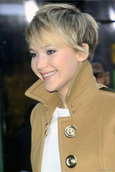 Jennifer Lawrence. La actriz más envidiada de Hollywood. Muy indignada últimamente por el robo de fotos de su móvil.