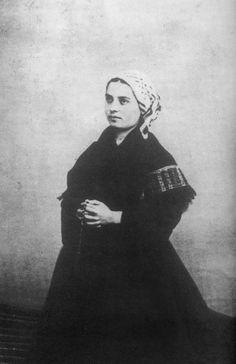 Bernadette_Soubirous_en_1863_photo_Billard-Perrin_2.jpg (1764×2724)