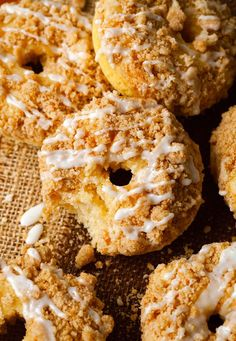 You will never want store bought donuts again after you try Homemade Donut Recipes ! The sweet simplicity and flavor of these donuts are incredible. Breakfast Pastries, Breakfast Recipes, Dessert Recipes, Desserts, Cake Recipes, Breakfast Ideas, Sweet Recipes, Yummy Recipes, Baked Donut Recipes
