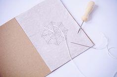 Dieses Jahr bin ich ganz schön zeitig in die Produktion meiner Weihnachtskarten eingestiegen. Das war auch gut so, denn die Herstellung hat...