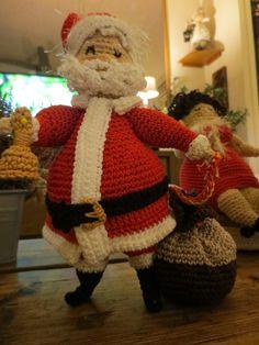 Kerstman naar het patroon van de dikke dames gehaakt door mij