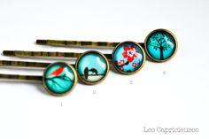Barrette illustration sous verre teintes bleues aux choix pour cheveux (oiseau rouge et fleur rouge)