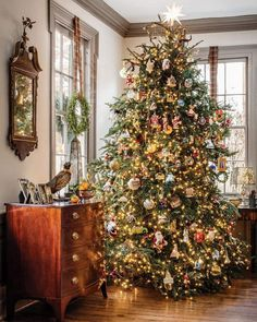 14 Sophisticated Christmas Table Decorations for a Merry and Bright Home - The Trending House White Christmas Trees, Noel Christmas, Merry Little Christmas, Country Christmas, Beautiful Christmas, Winter Christmas, Christmas Tree With Ornaments, Christmas Christmas, Christmas Ideas
