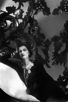 """Coco Chanel (Gabrielle Bonheur was a French fashion designer, founder of the Chanel brand and credited for liberating women from the """"corseted silhouette"""" Style Coco Chanel, Coco Chanel Mode, Mademoiselle Coco Chanel, Coco Chanel Fashion, Uni Fashion, Chanel Pearl Earrings, Chanel Pearls, Chanel Chanel, Chanel Vintage"""