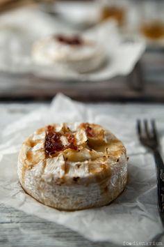 Baked Camembert with Jack Daniels Sauce | Foodienarium