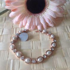 pearls bracelet very romantic and elegant by Rossanascorner, $24.00