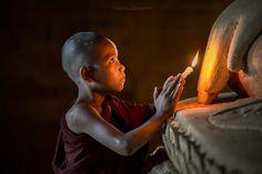 Photograph A Little Monk Pray to Buddha by Anuparb Papapan on Art Buddha, Buddha Painting, Buddha Buddhism, Buddhist Monk, Buddha Statues, Thich Nhat Hanh, Becoming A Buddhist, Chakra, Tibetan Art